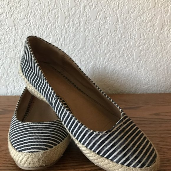 American Eagle Outfitters Shoes - American Eagle Low Wedge Shoes